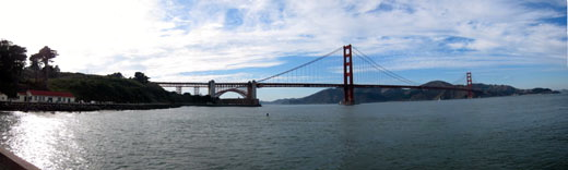 A panoramic photo fo the Golden Gate Bridge.
